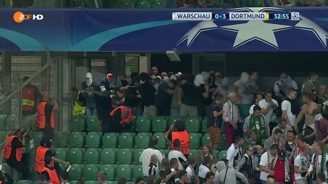 Zamieszki na meczu Legia Warszawa - Borussia Dortmund w Lidze Mistrzów